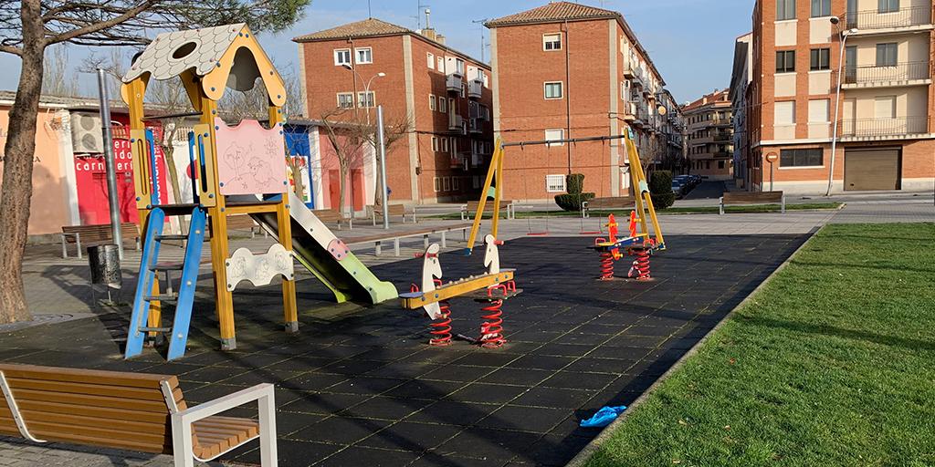 El Ayuntamiento permite el uso de los parques infantiles