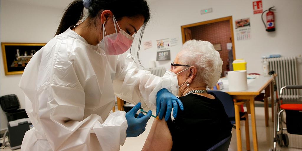 Sanidad pide estar atentos al teléfono para ser citados para la vacunación
