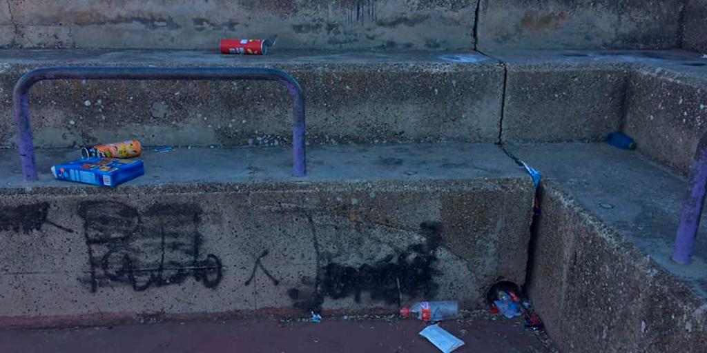 Ciudadanos denuncia los desperdicios que se acumulan en la la pista junto al Severiano