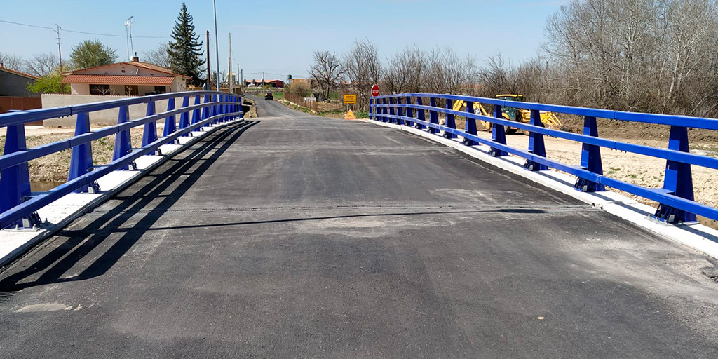 Bóveda estrena nuevo puente sobre el río Almar