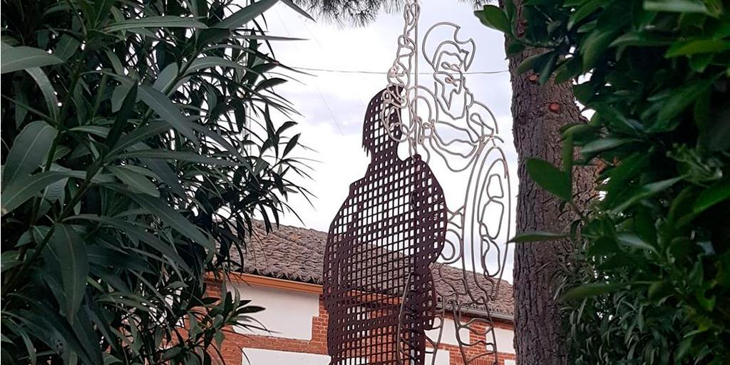 Rágama estrena una escultura en torno a los libros