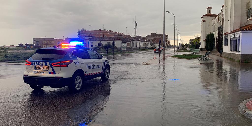 Una fuerte tormenta colapsa el colector en la Avenida de Salamanca