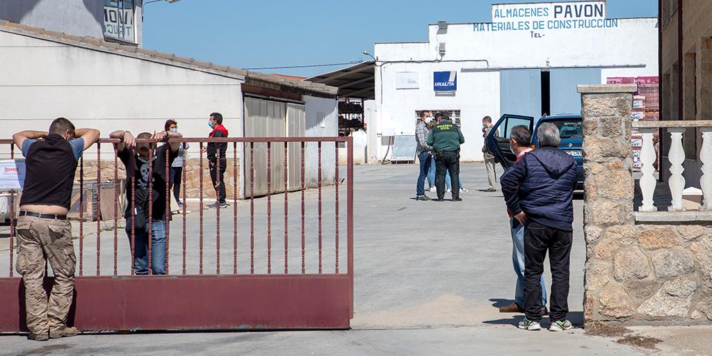 Fallece un trabajador en Babilafuente al caerle encima la caja de un camión