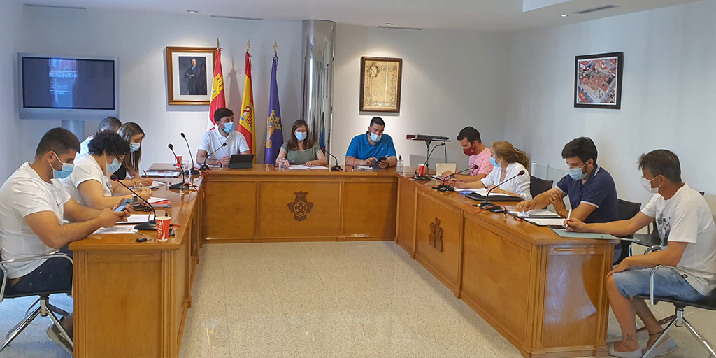 Los concejales peñarandinos debatiendo en el último pleno