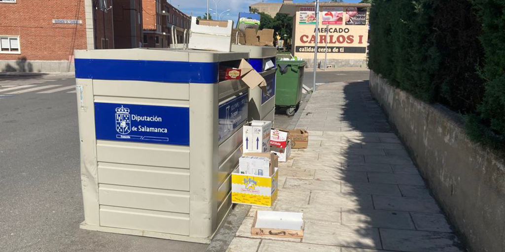 Dejar los residuos fuera del contenedor será multado