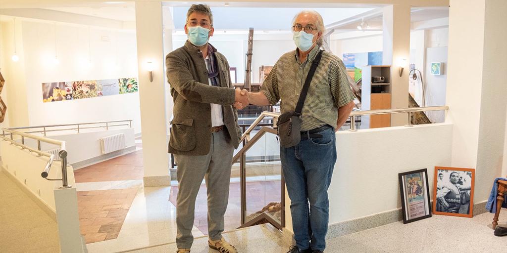 El Ayuntamiento de Macotera y la Usal firman un convenio para digitalizar el museo de la localidad