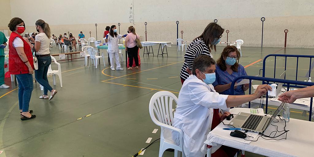 Unas 800 personas se vacunaron con Pfizer