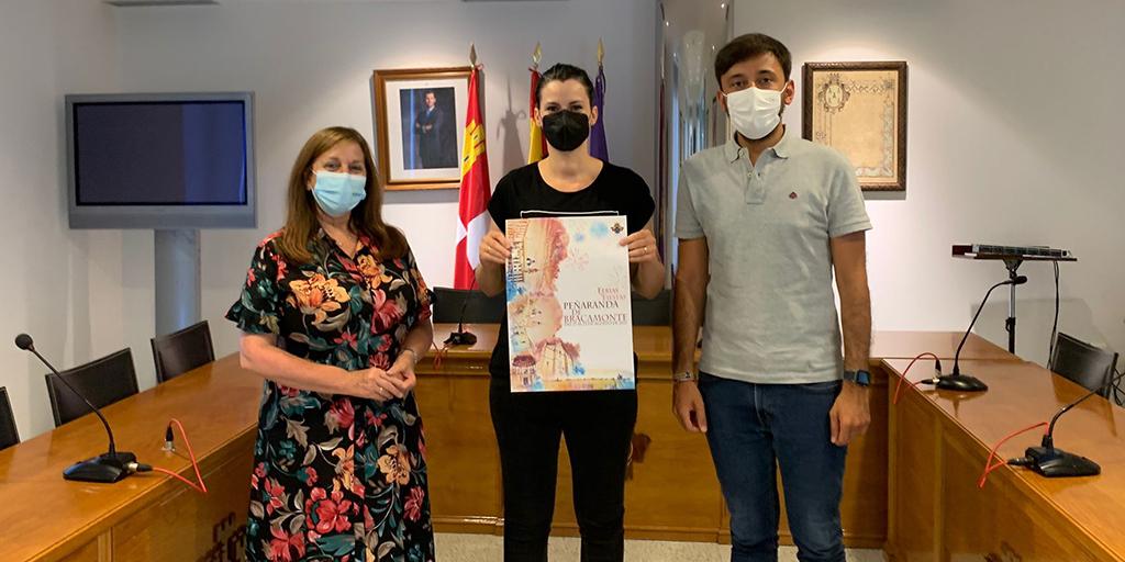 La ganadora del cartel de las Ferias y Fiestas junto a la alcaldesa y el teniente de alcalde