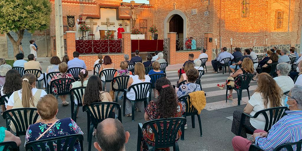 Decenas de personas acudieron a la misa en la fiesta del Cristo del Humilladero