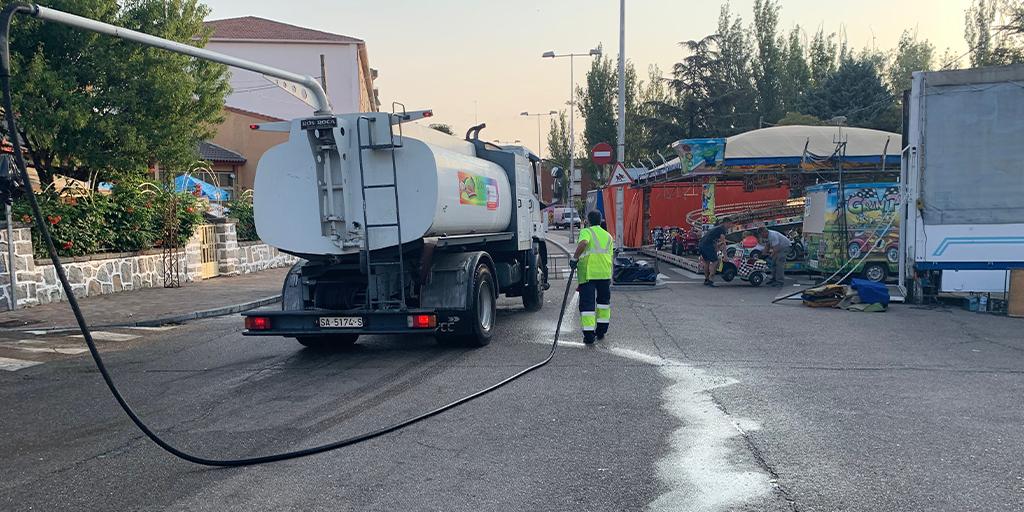 El Ayuntamiento limpia las calles tras las fiestas