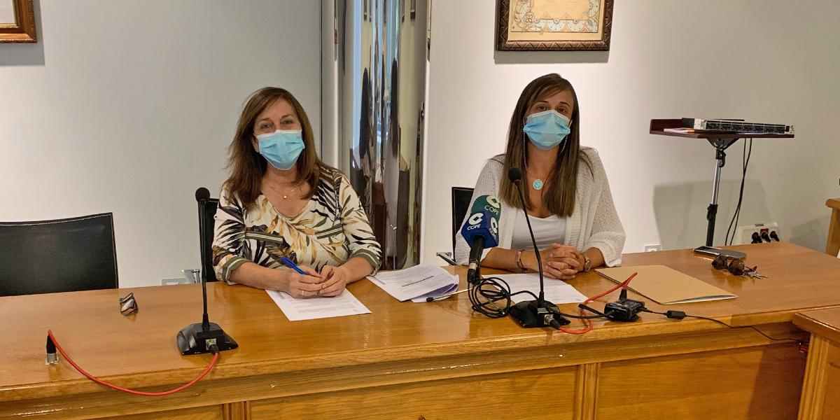 La alcaldesa de Peñaranda y la concejala de educación presentan la ayuda al estudiante