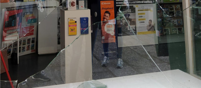 Roban en una tienda de Peñaranda tras romper en escaparate con una baldosa