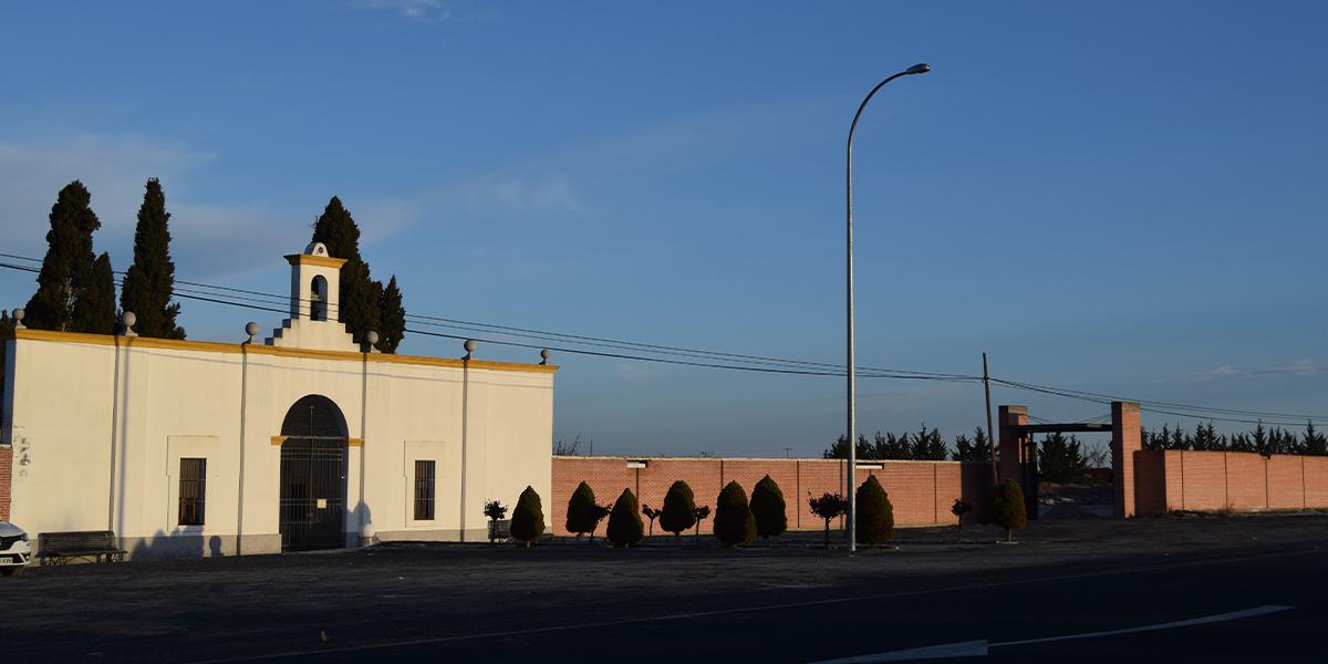 Fachada del cementerio de Peñaranda