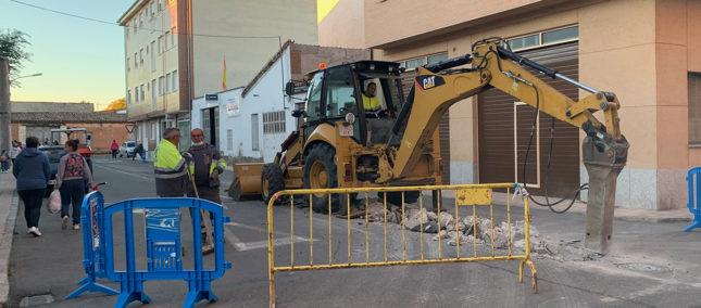 Obras para sustituir un tramo del colector en la calle Luis De Dios
